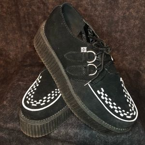 Tuk black and white Creepers